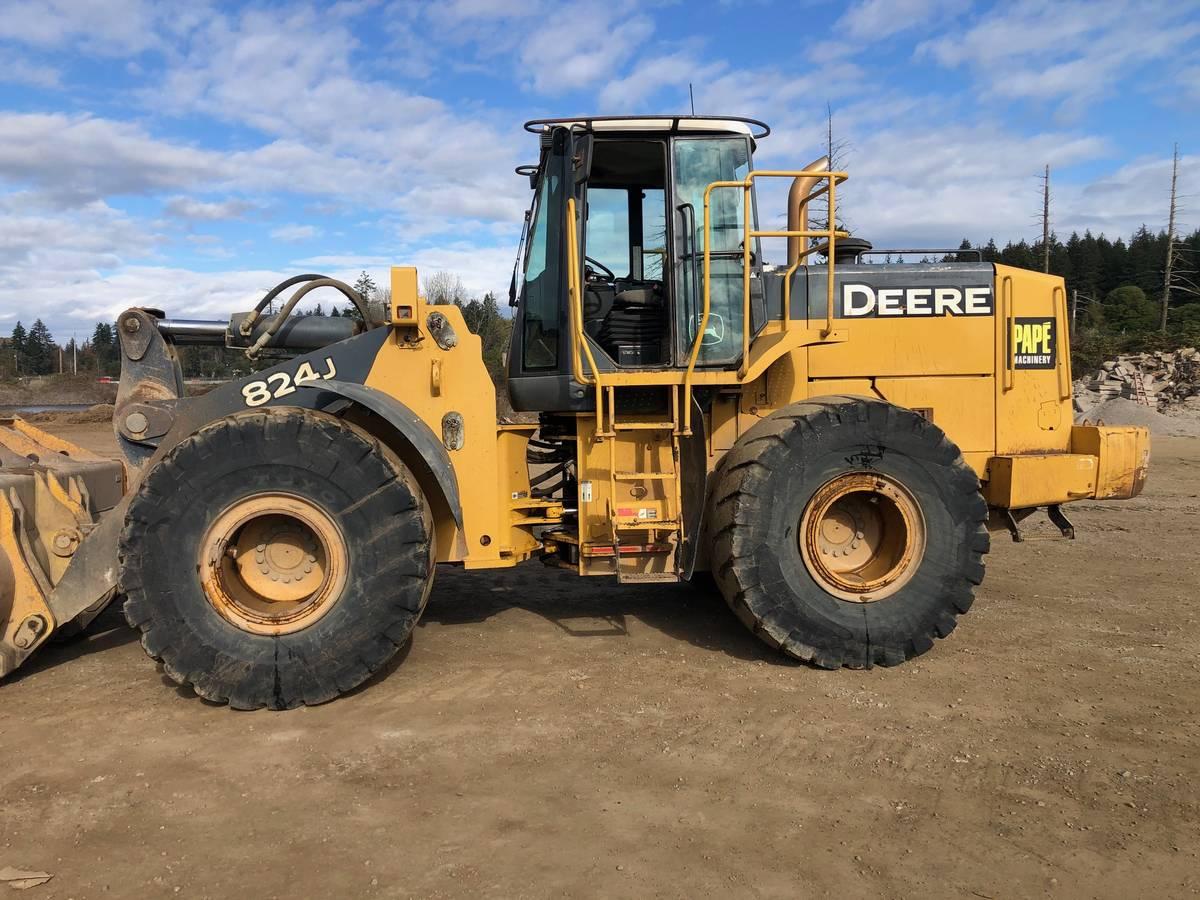 2004 John Deere 824J 1