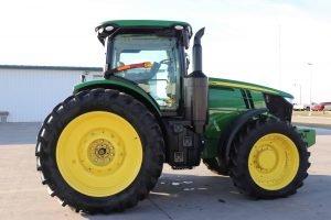 2015 John Deere 7210R 10