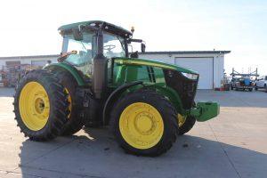 2015 John Deere 7210R 16