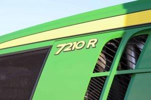 2015 John Deere 7210R 28