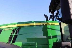 2015 John Deere 7210R 29